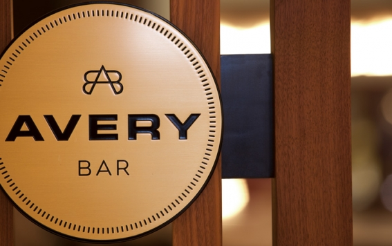 Dine Avery Bar in Downtown Boston